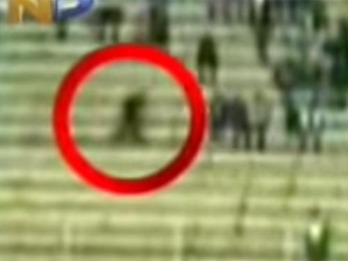 シャドーピープル(シャドーマン)が、サッカースタジアムを駆け抜ける!