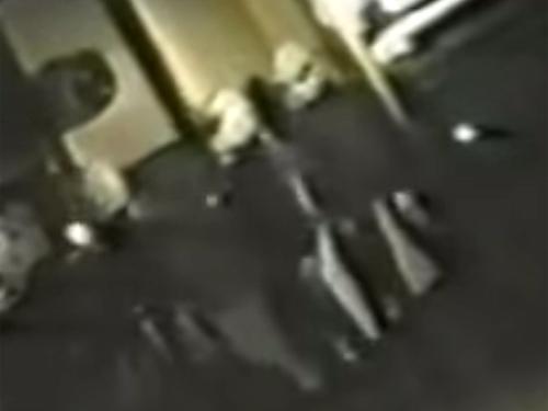 宇宙人に襲撃された一家、エイリアンが家に侵入してきた映像…!?