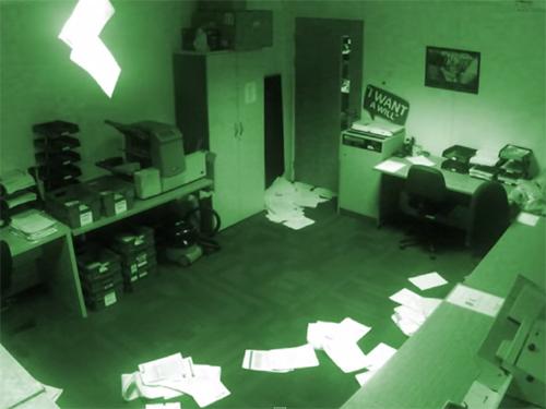 ポルターガイスト現象が止まらない! 無人オフィスが怪奇空間に!
