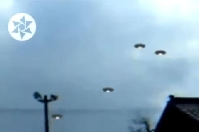 福島上空に出現したUFOの群れ