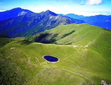 台湾の中央山脈、標高3310mに位置する嘉明湖