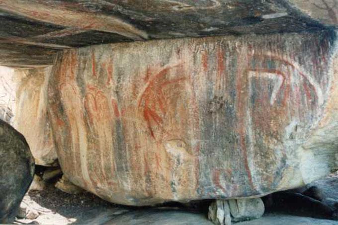 ビッグフットが描かれた岩絵
