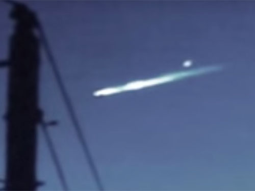 墜落する寸前の母船UFOから、間一髪で小型UFOが脱出! その決定的な瞬間を捉えた驚愕映像!