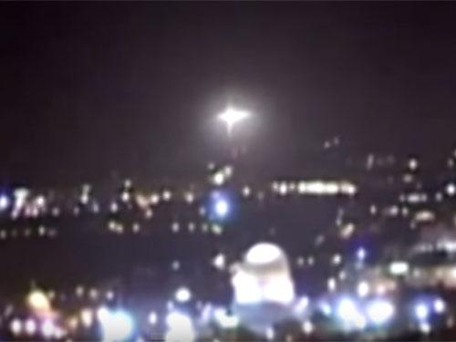 エルサレム「岩のドーム」上空で、UFOが謎の怪光を放つ!!