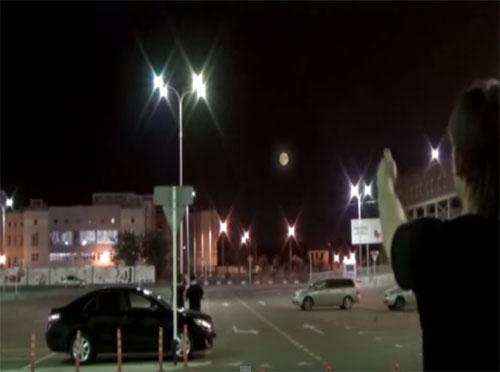 「月が動いた!」月に擬態するUFOが、ロシアに出現!!