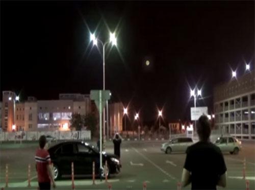月に擬態するUFO(ロシア)3