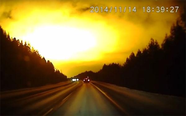 ロシアの謎の巨大な怪光、隕石? HAARP? それともUFOが関連しているのか?