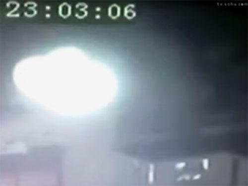 中国安徽省の白塔寺に現れた謎の発光体 2