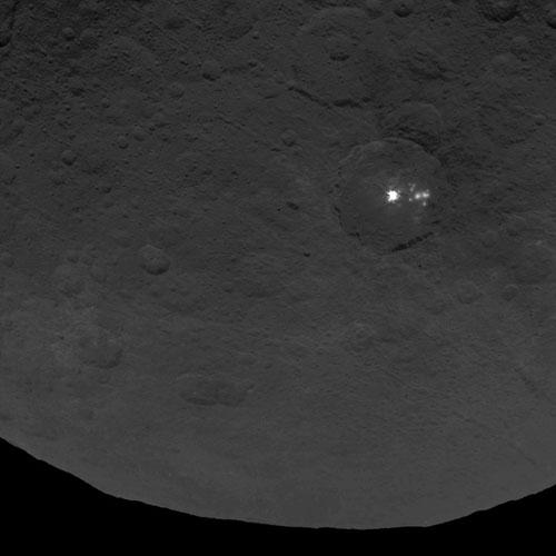 準惑星ケレス表面の謎の光点