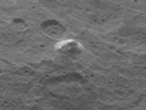 準惑星ケレスに、今度はピラミッドを発見? NASAの探査機「ドーン」が撮影