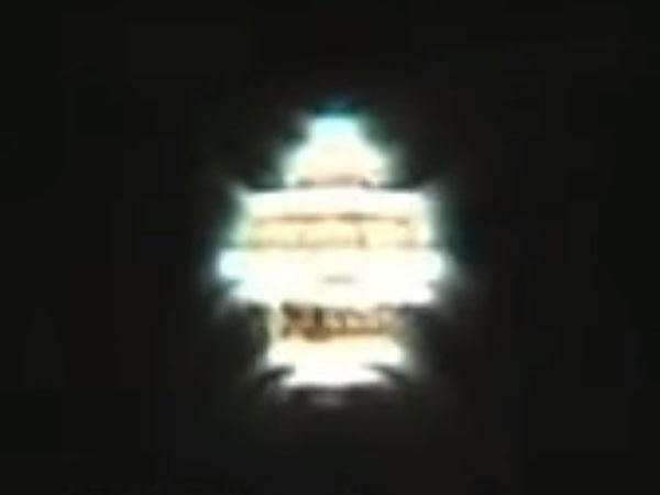 発光しながら形を変えるUFO(ロシア・モスクワ)4