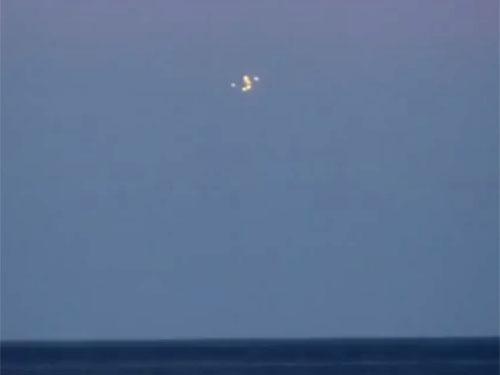バルト海に小型UFOを送り込む奇怪なUFO1