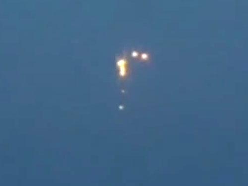 バルト海に小型UFOを送り込む奇怪なUFO 3