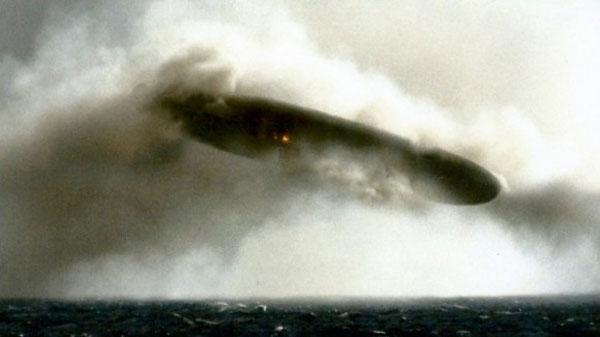 米海軍の極秘写真が流出、UFOとバトル? 驚くべき写真と映像!