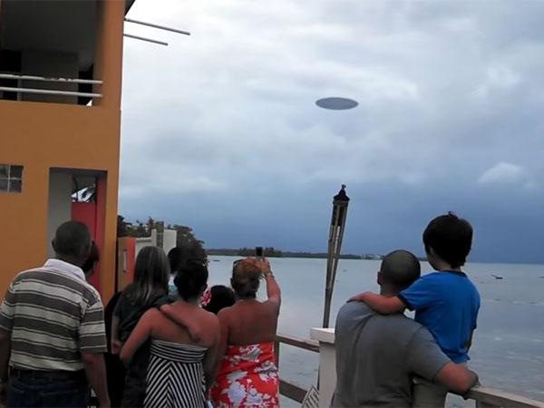 プエルトリコの海上に現れたUFO