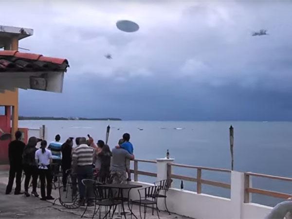 UFOの出現に戦闘機が発進