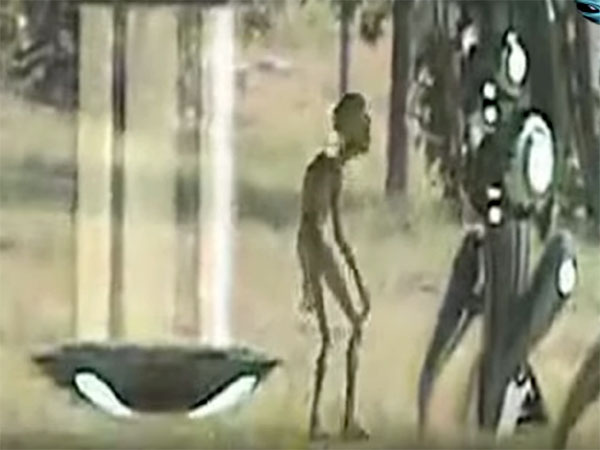 UFOから出て来たエイリアン