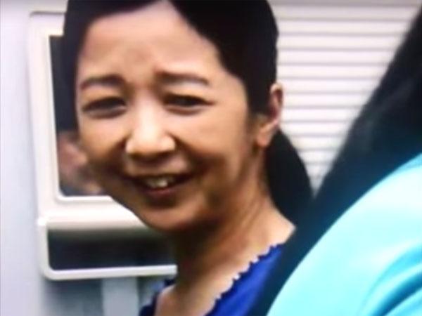 アンビリバボー心霊写真|『ほんとうにあった怖い話』で、宮崎美子の背後の鏡に映る人の顔