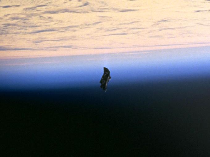 NASA撮影のブラックナイト衛星(Black Knight satellite)