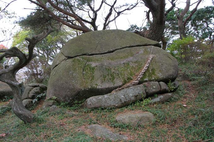 天穂日命の古代祭場として伝わる巨石