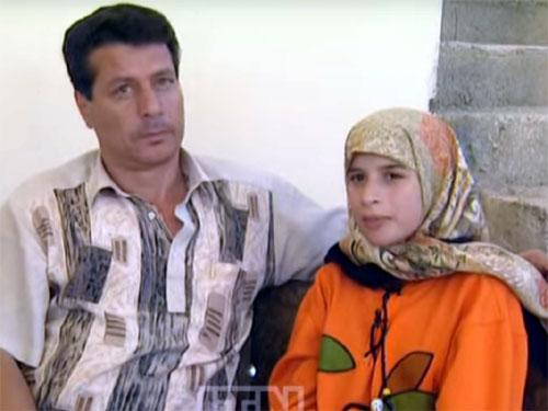 目からクリスタルの粒を流すイエメンの美少女