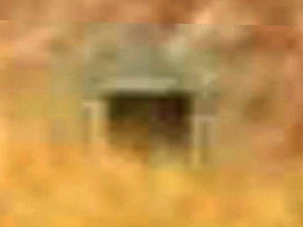 火星地表にある宇宙人基地のゲート