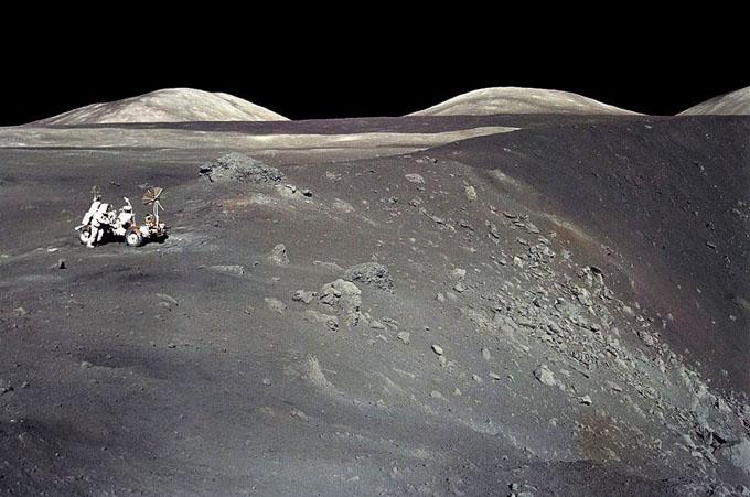 アポロ17号でショーティ・クレーターを探索