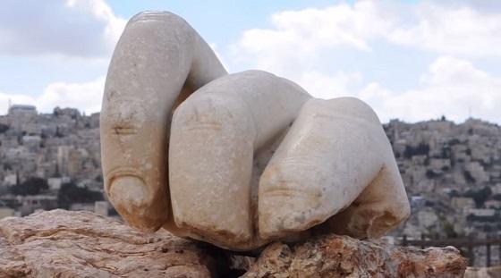 ヨルダンの神殿でヘラクレス像の巨大3本指が発見される!