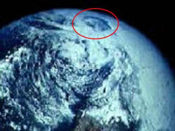 アポロ宇宙船が撮影した北極の穴