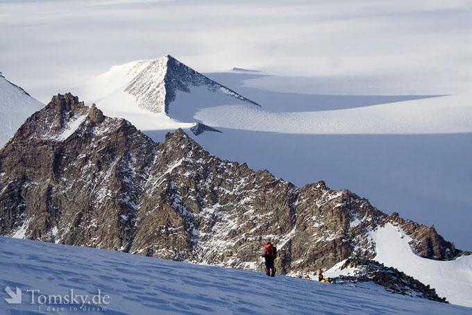 南極大陸で発見された古代遺跡のピラミッド4