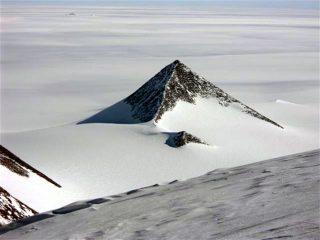 南極大陸ピラミッド、 グーグルアースで確認! 元ロシア軍人も証言! 南極・古代遺跡の謎にせまる