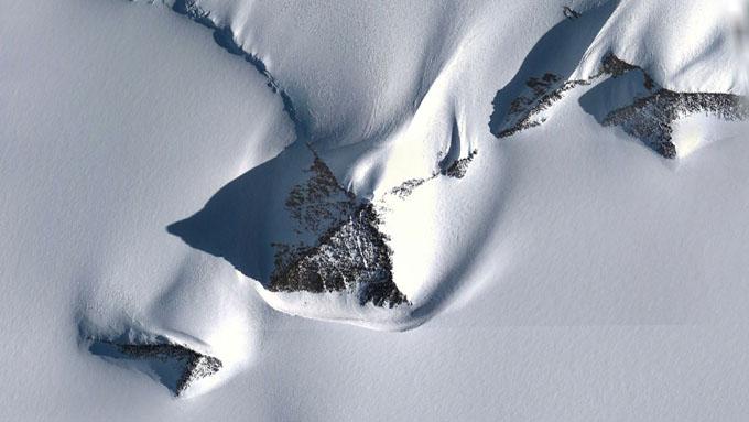 グーグルアースで確認された南極ピラミッド