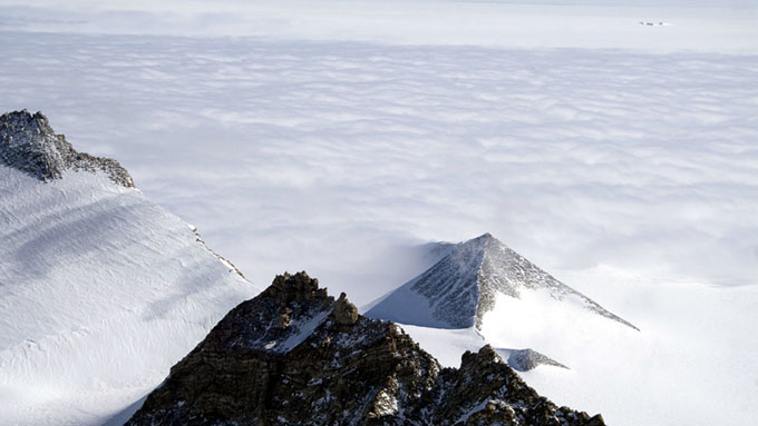 南極大陸で発見された古代遺跡のピラミッド5