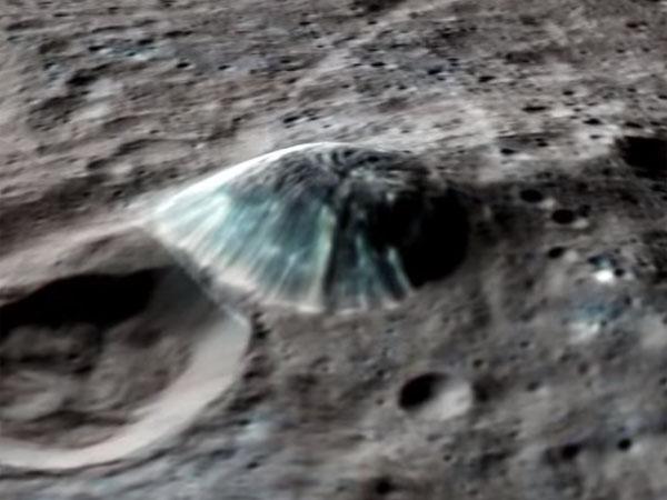ケレス地表のアフナ山(Afuna Mons)