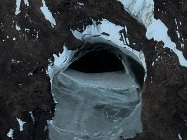 グーグルアースが捉えた南極のUFO基地2