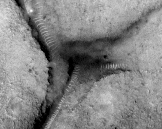 火星探査機マーズ・グローパルサベイヤーが撮影したサンドワーム1
