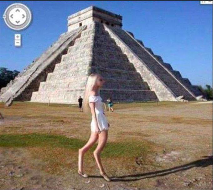 トールホワイトの金髪美女の宇宙人が、グーグルアースに写っていた?