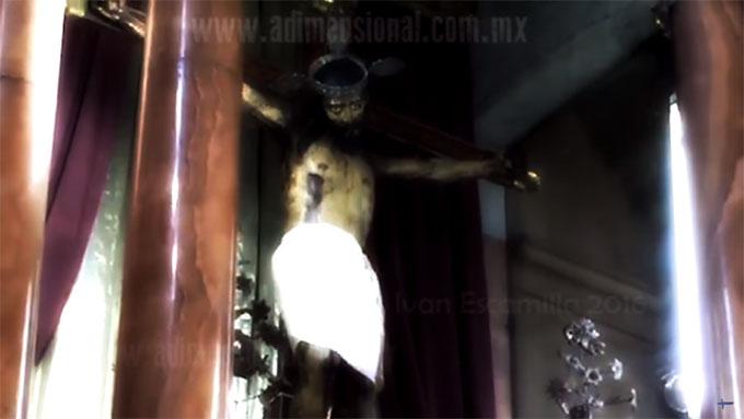 目を見開いた奇跡のキリスト像