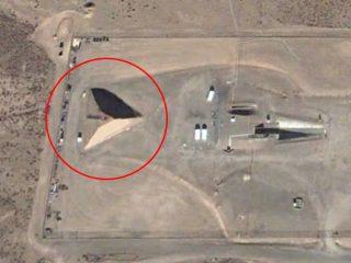 エリア51に謎のピラミッド! 宇宙人との特別会見施設か?