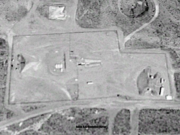1998年8月18日、グーグルアースが捉えたエリア51のピラミッドの写真