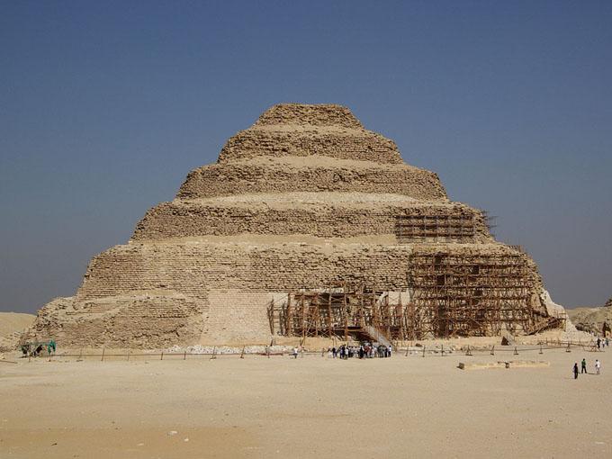 世界最古と言われるジョセル王の階段ピラミッド