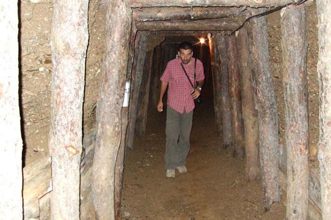 ボスニアのピラミッドの地下にある迷路のような通路