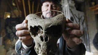 角を持つ恐ろしいエイリアンの頭蓋骨! ナチス・ドイツの遺物か?