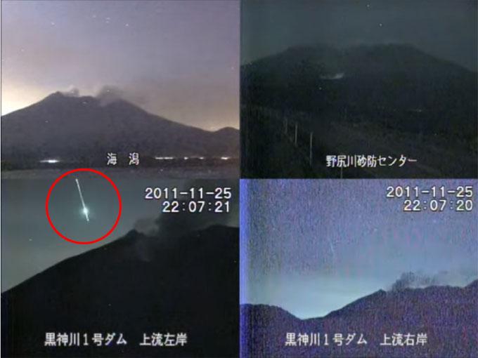 桜島の噴火口にUFOが急降下