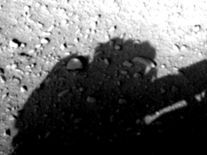 火星探査車キュリオシティが撮影した人影の拡大写真