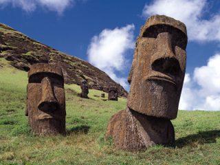 イースター島のモアイ像の謎。石像はいつ頃、どのように造られ、なぜ巨石文明は滅びたのか?