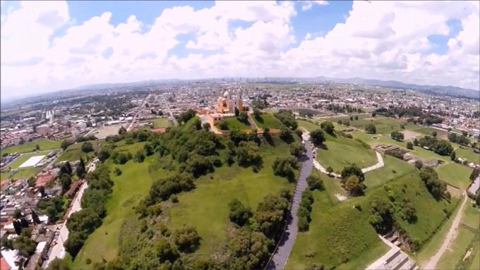 上空から見たチョルーラの大ピラミッド