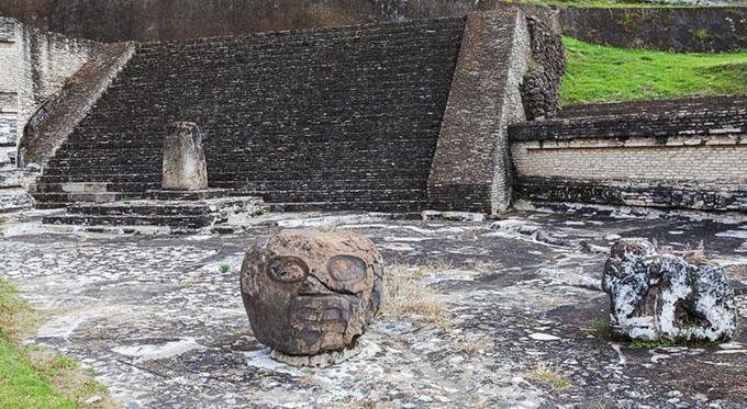 チョルーラ遺跡の人面像