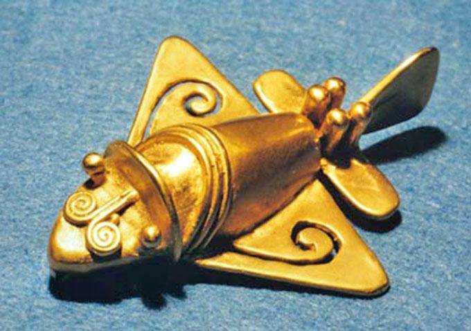 見事な三角翼を持つ黄金ジェット
