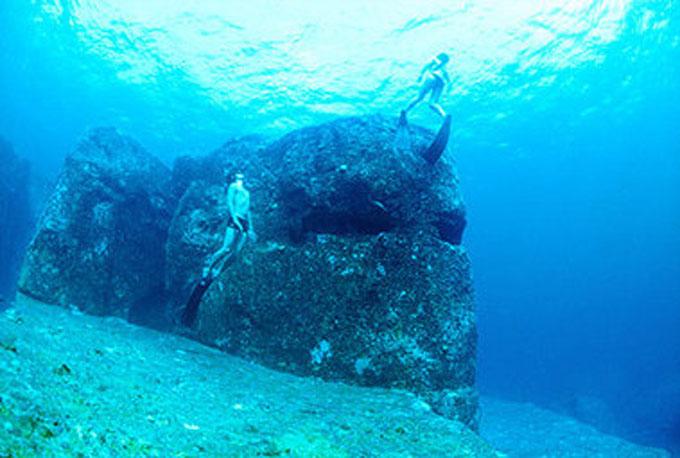 与那国島 海底遺跡:モアイ像